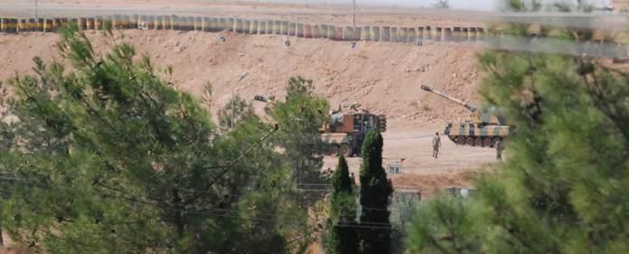 Erneuter Zwischenfall an der Grenze: In der türkischen Grenzprovinz Hatay sind am Montag Granaten aus Syrien eingeschlagen und haben eine Moschee getroffen.