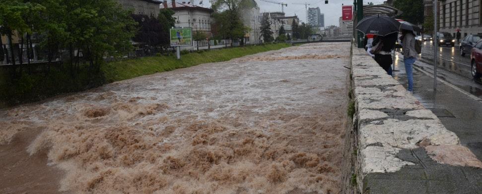 Balkan: Serbien und Bosnien-Herzegowina erhalten für den Wiederaufbau nach den schweren Überschwemmungen mehr als 1,8 Milliarden Euro an Hilfen.