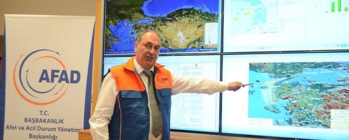 Ein schweres Erdbeben hat in die Länder rund um die Ägäis erschüttert. Zu spüren war es noch in Athen und Istanbul. Dutzende wurden verletzt.