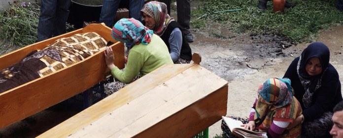 Nach dem verheerenden Unglück in Soma werden nun immer mehr Details über die Opfer bekannt. So auch über die Brüder Süleyman und Ismail Çata. Die unzertrennlichen Zwillinge kamen unter Tage ums Leben.