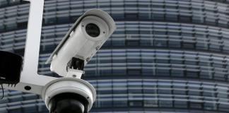 Google stößt ins Geschäft mit Überwachungskameras vor. Die Google-Tochter Nest Labs übernimmt Dropcam, die vernetzte Kameras und Sensoren herstellt. /rtr)