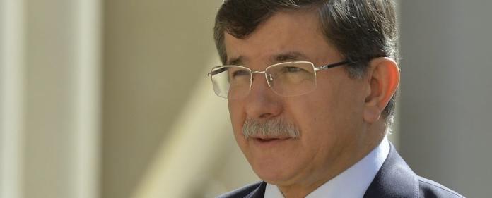 Wegen der israelischen Offensive in Gaza hat die Türkei eine Sondersitzung des UN-Sicherheitsrats gefordert. Davutoğlu verurteilte die Angriffe scharf. (reuters)