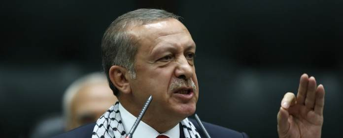 Der Amerikanisch-Jüdische Kongress (AJC) fordert von Erdoğan nach seinen anti-israelischen Äußerungen den 2004 verliehenen 'Profile of Courage Award' zurück. Grund dafür sind die jüngsten Äußerungen Erdoğans zur israelischen Offensive im Gazastreifen.