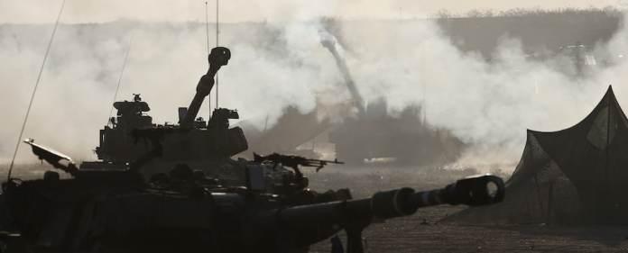 Israel weitet seine Offensive im Gazastreifen drastisch aus und schickt Bodentruppen in das dicht besiedelte Gebiet. Die Zahl der Toten steigt stündlich.