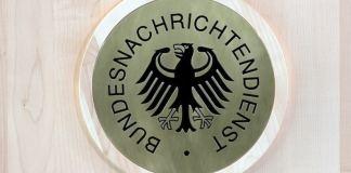 Aus Geheimunterlagen geht Medienberichten zufolge nun hervor, dass der BND der NSA jahrelang auch Daten deutscher Bürger zuleitete. Die Frage steht im Raum, ob zuständige Kontrollgremien des Bundestages bewusst falsch informiert wurden.
