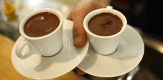 """Die angespannten Beziehungen zwischen Israel und der Türkei haben nun zur Forderung an eine Nahrungsmittelkette geführt, """"türkischen"""" Kaffee umzubenennen."""