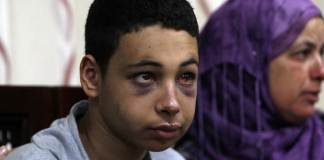 Gegen einen israelischen Grenzpolizist ist Anklage wegen schwerer Gewaltverbrechen erhoben worden. Der Beamte soll den Cousin des ermordeten palästinensischen Jugendlichen Muhammad Abu Chedair geschlagen haben.