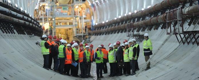 Der türkische Transportminister Lütfi Elvan ist zuversichtlich, dass der geplante Eurasia-Tunnel in İstanbul bereits Ende 2016 zur Verfügung stehen wird. (zaman)
