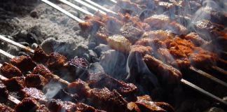 Jedes Fest hat seine Traditionen. Beim muslimischen Opferfest spielt das Schlachten eine zentrale Rolle. Doch was sind die für diesen besonderen Tag typischen Gerichte?