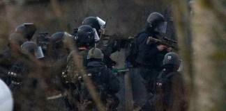 Französische Anti-Terror-Einheiten der Polizei beim Einsatz am Freitag.