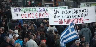 Griechen preotestieren gegen den von der EU auferlegten Sparzwang.