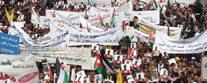 Jordanien ist wütend: In Amman gab es am Freitag große Protestmärsche gegen den IS, die Luftwaffe des Landes flog mehrere Angriffe auf IS-Ziele. Die EU plant derweil 1. Milliarde Euro für den Kampf gegen den IS einzusetzen.