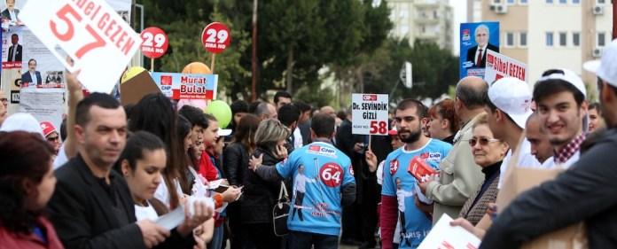 Als einzige Partei hat die CHP am Wochenende ihre Kandidaten für das Parlament in einer Vorwahl bestimmt. Das Verfahren könnte bedeutende Auswirkungen auf die zukünftige Entwicklung der Partei haben. Die Parteikandidaten werden jünger, weiblicher, linker.