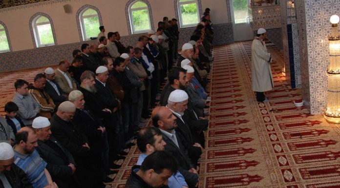 Nachdem der Bayrische Rundfunk mehrfach auf den muslimischen Monat Ramadan aufmerksam machte und darüber berichtete, soll nun erstmalig das Festgebet live im Fernsehen übertragen werden.