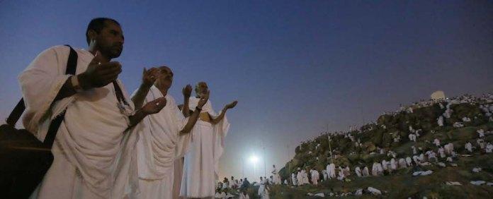 Am 9. Dhu-l Hiddscha besteigen die Pilger den Berg Arafat.