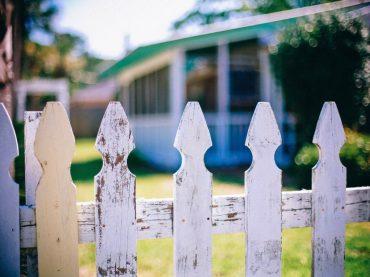 picket fences 349713 1920 370x277 -
