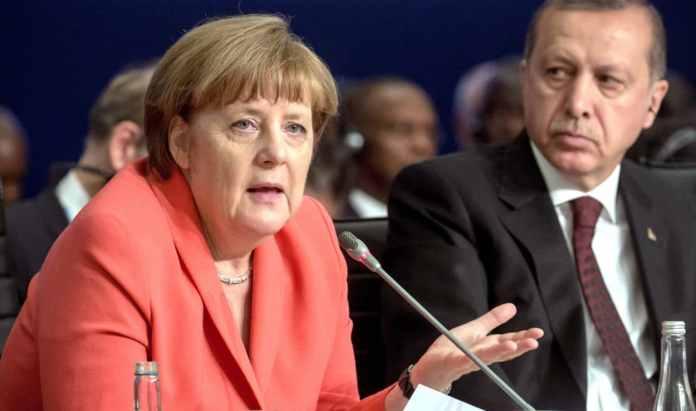 Bundeskanzlerin Angela Merkel und der türkische Staatspräsident Recep Tayyip Erdoğan beim UN-Nothilfegipfel in Istanbul
