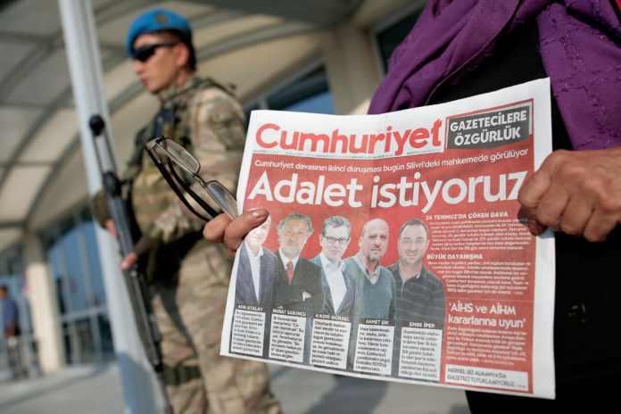 Demonstration vor Journalisten-Prozess in der Türkei