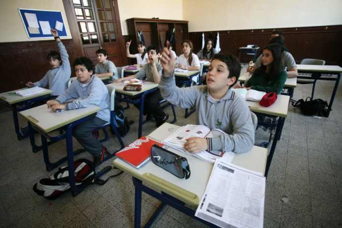 Schüler an einer türkischen Schule. Türkischer Konsulatsunterricht
