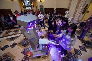 kids meeting a robot