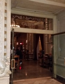 Bar Biltmore Hotel Serves