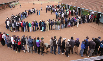 Snaking line of voters