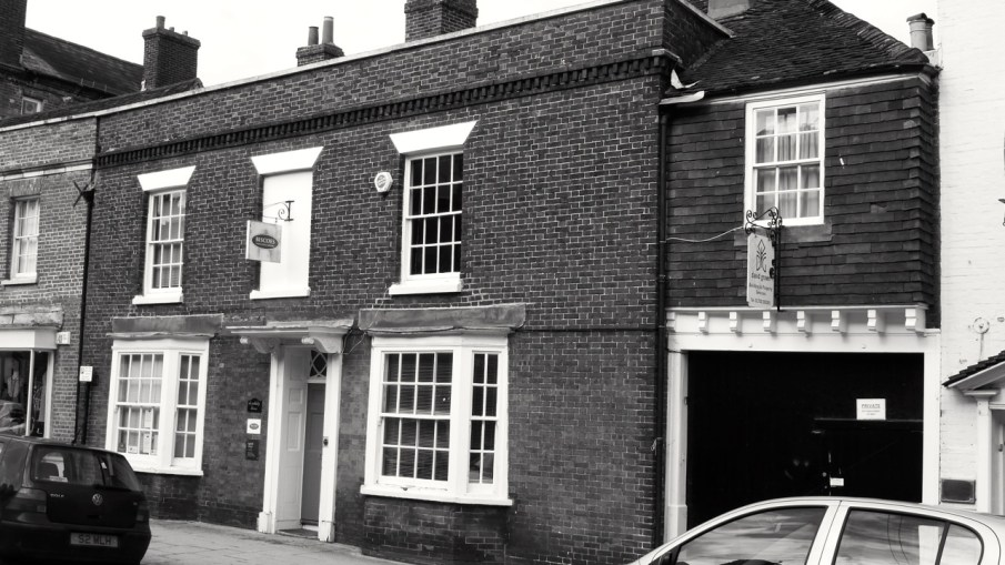 22 High St Petersfield C18
