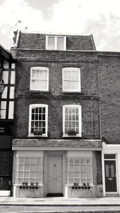 15 (Old Post Office) Broad St Portsmouth C18