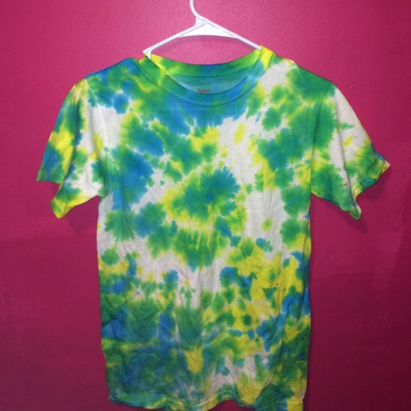 blue,green,and yellow tie dye t