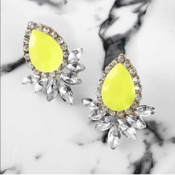 Neon color pop statement earrings. Neon yellow from !lola