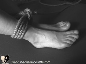 nœud single pour pratiquer le shibari, evenement lyon, bondage japonais, cordes, encorder, attacher, sensualite, fetish, fetichisme, fantasme, pratiquesexuelle, domination , soumission, BDSM, masochiste, suspension, art, suspendre, fantasmer, sexualite, femmesexy, art érotique, sadomasochiste, ropes, kinbaku