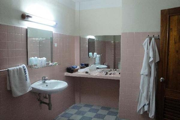 Phòng tắm - Khách sạn Hải Yến Nha Trang