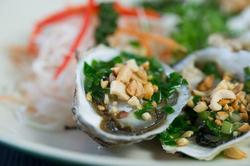 Các món ăn hải sản tại nhà hàng Xin Chào ở ngay trung tâm Tt Dương Đông