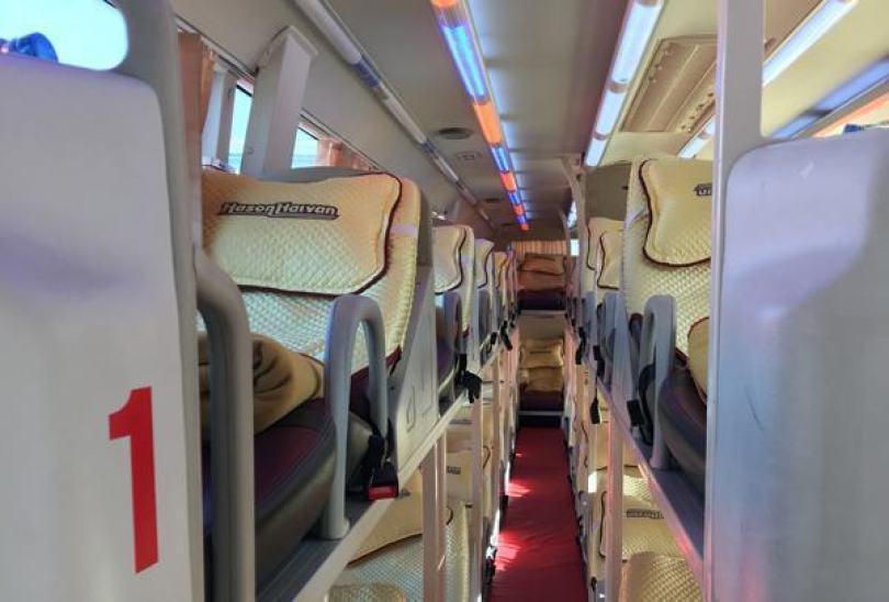 Xe buýt đi Sapa từ Hà Nội - bên trong xe Hà Sơn Hải Vân
