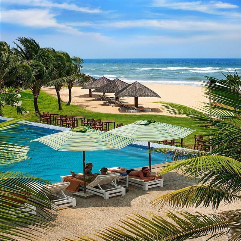 Phía trước của Eden Resort Phú Quốc là biển Bãi Dài cực đẹp và cát mịn