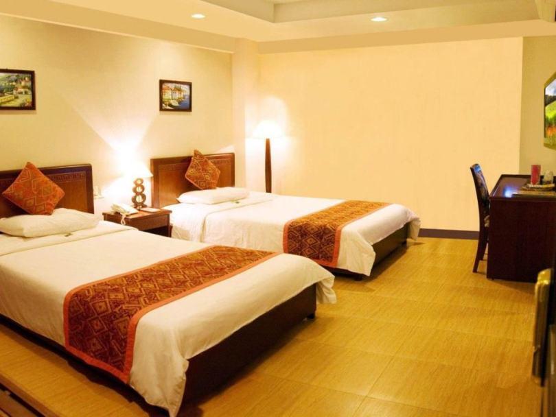 Phòng ngủ tiêu chuẩn của khách sạn Phú Quý 2 ở Nha Trang
