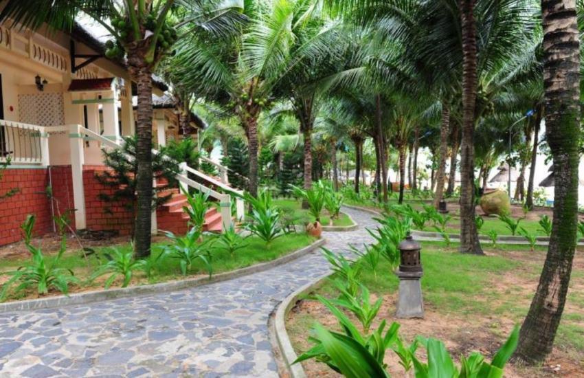 Có rất nhiều resort đẹp nằm gần chợ đêm Dinh Cậu Phú Quốc