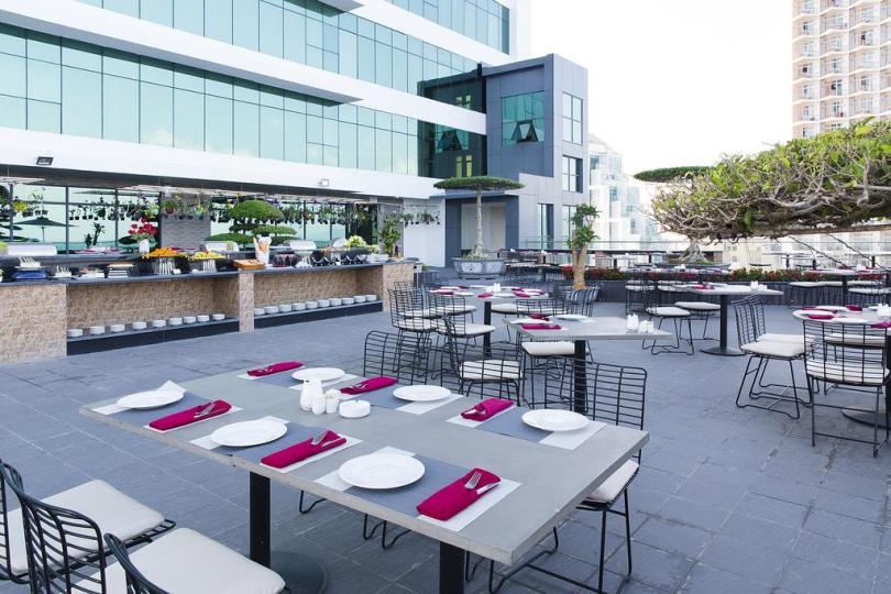 Khách sạn Nha Trang đường Trần Phú - view của khách sạn Mường Thanh