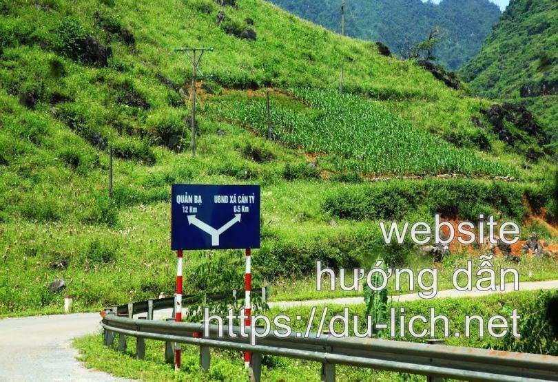 Đường vào làng Lùng Tám Hà Giang