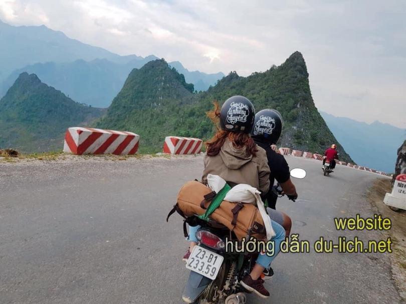 Có rất nhiều cửa hàng cho thuê xe máy ở Hà Giang. Thuê xe máy vừa rẻ vừa tiện lợi, đâu đẹp là dừng, chả phiền ai