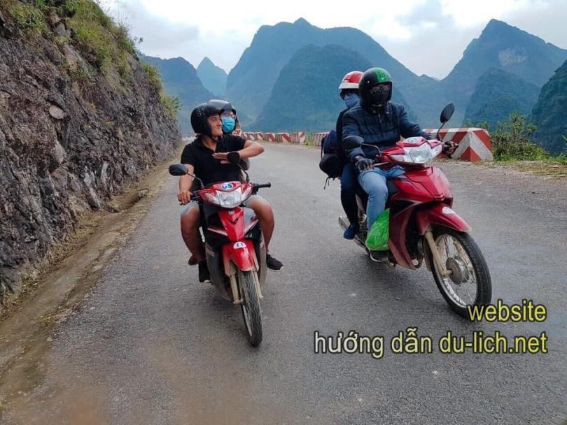 Thuê xe máy ở Hà Giang. Từng đôi bạn trẻ lên đường - thẳng hướng Đồng Văn, cao nguyên đá