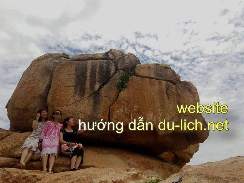 Hình ảnh Hòn Chồng ở khu du lịch Nha Trang
