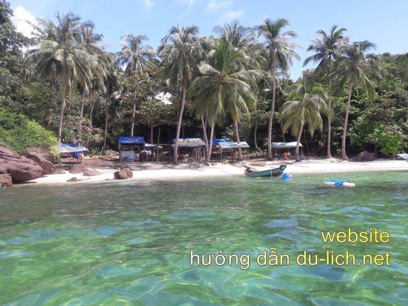 Hình ảnh hòn Móng Tay, nơi các tàu ghé vào để bạn tắm và đi lặn ngắm san hô quanh hòn