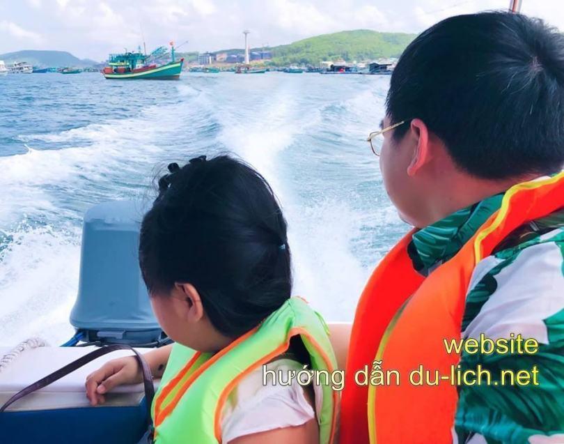 Tàu đi tour 4 đảo Phú Quốc