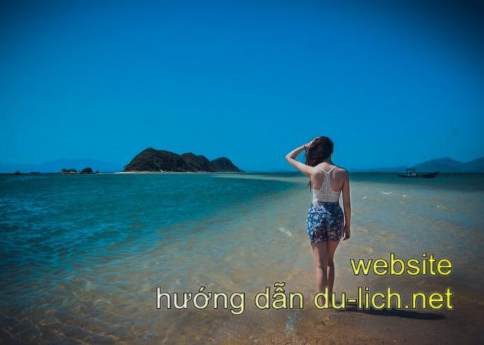 Địa điểm du lịch Phú Yên - con đường trên biển ở đảo Điệp Sơn