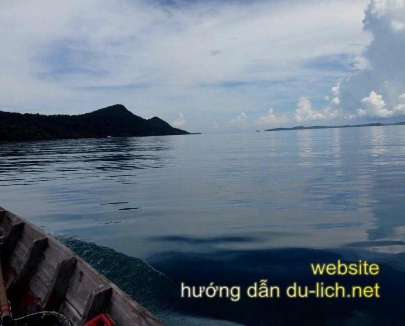 Lên thuyền bơi bồng bềnh ra các nhà hàng nổi