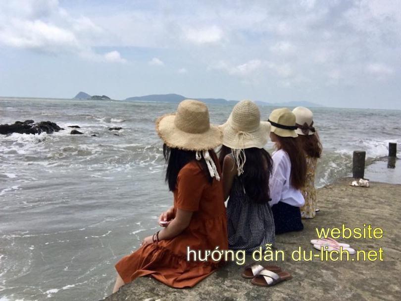 Biển Minh Châu + Quan Lạn hoang sơ, đẹp lắm nhưng khách sạn thì quá tệ