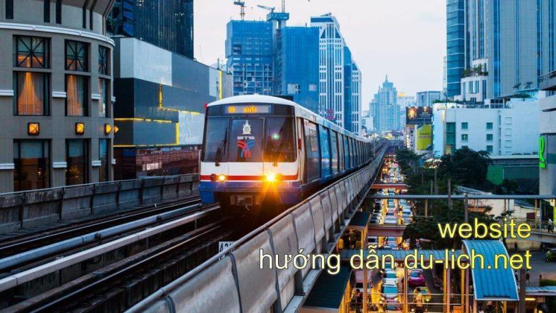 Tàu điện tới ga BTS Silom