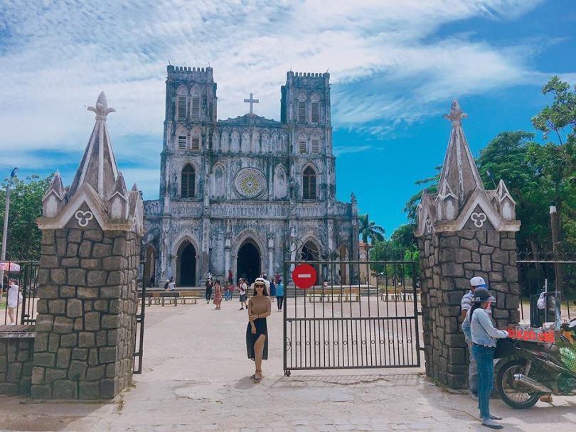 Check in Phú Yên bằng xe máy: hình ảnh nhà thờ Mằng Lăng cổ nhất VN