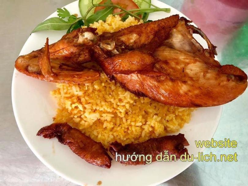 Hình ảnh cơm gà tại quán Trịnh Phong - Nha Trang